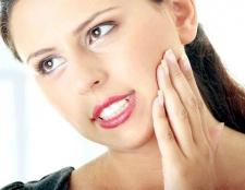 Чому болить зуб при натисканні