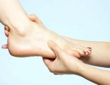 """Чому болять """"подушечки"""" на ступнях"""