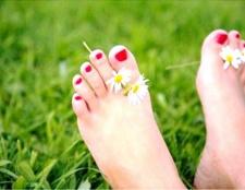 Чому тріскається шкіра між пальцями ніг
