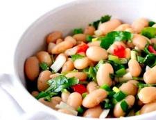 Рецепт салату з консервованої квасолі