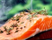 Рецепт салату з червоною солоної риби
