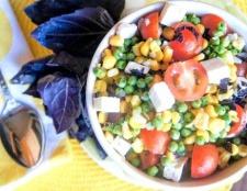 Рецепти салатів з кукурудзою і горошком