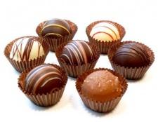 Шоколадні цукерки з мигдалем і цукатами