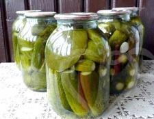 Скільки можна зберігати консервовані огірки