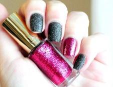 Тренди: фарбуємо нігті в різні кольори