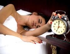 Хитрощі, які допоможуть навчитися рано вставати