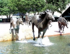 У яких містах світу є пам'ятники коням