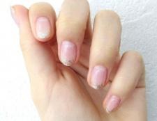 Вибираємо засіб від розшаровування нігтів